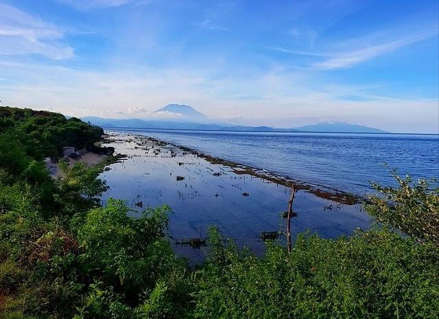 Uitzicht van Nusa Penida op Bali