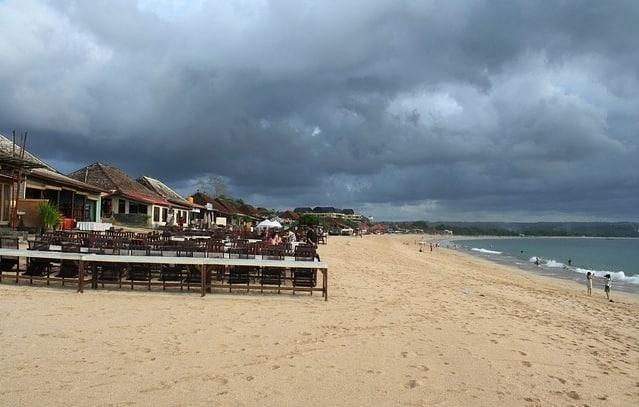 Het strand pantai Jimbaran