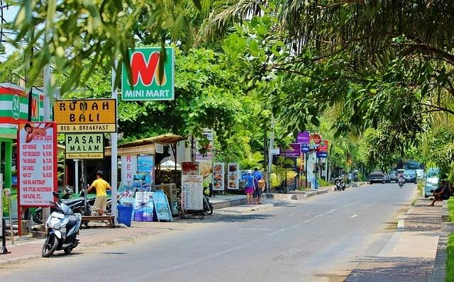 Straat en warung/restaurant in Nusa Dua